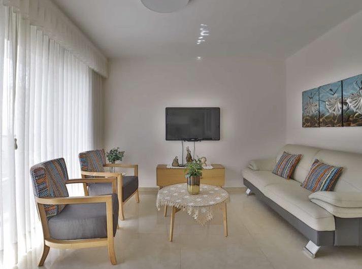 בהזמנות למכירה בשכונת אגרובנק   בבניין חדש  דירה 3 חדרים  65 מטר + מרפסת שמש  מפוארת