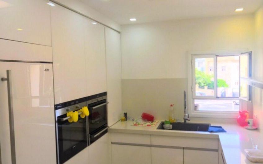 באמיר דרורי 5  דירת 5.5 חדרים  קומה א לגן סיפור לוקיישן מרהיב דירה משודרגת  מחסן  חניה פינוי חצי שנה  2.6 שיווק