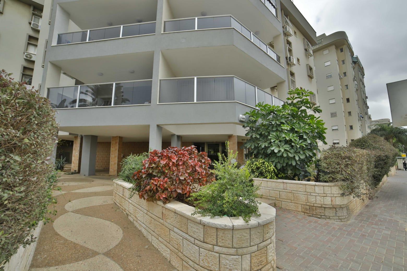 חדש למכירה דירת 4 חדרים ענקית בשכונת בן גוריון