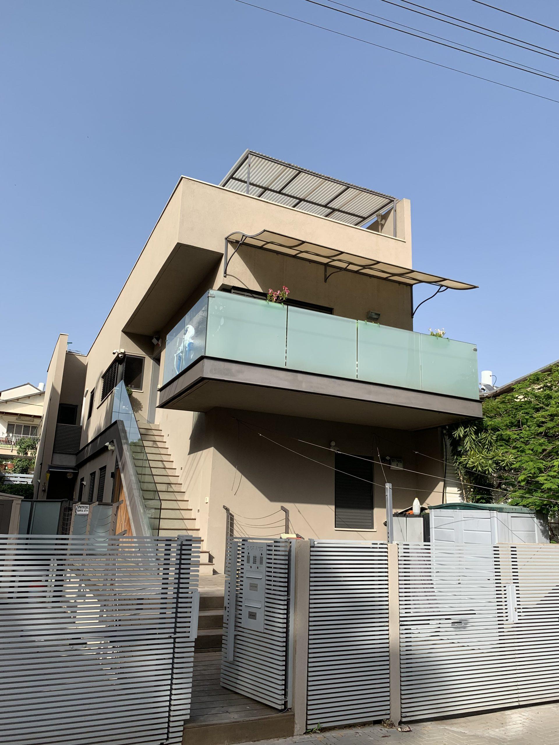 למכירה דירת גג 6 חדרים רסקו א חולון