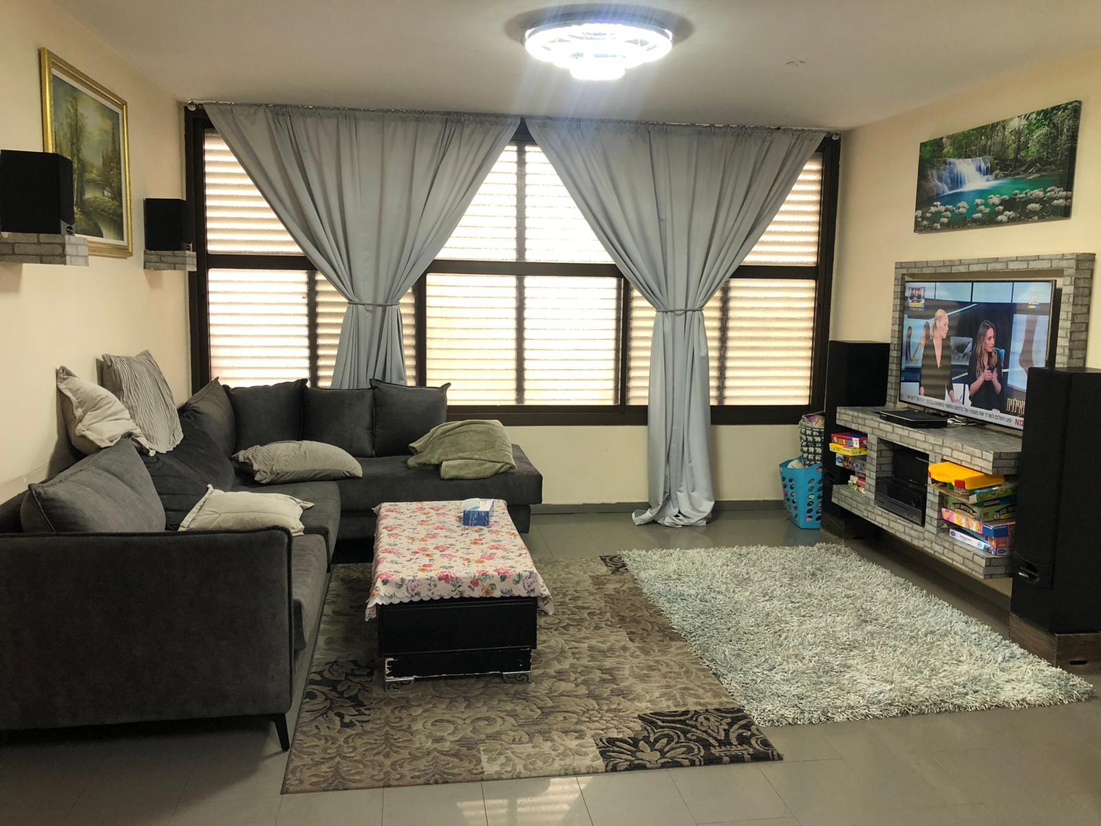 דירת 4 חדרים בשכונת בן גוריון המבוקשת משופצת מהיסוד עם מעלית וחניה בטאבו דירה גדולה ומרווחת 100 מטר