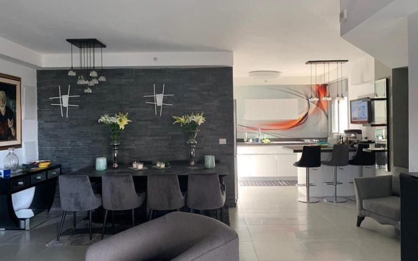 בשכונת ח300 רחוב אילונה פהר  דירה 5 חדרים משודרגת