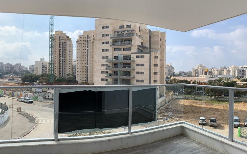 למכירה בשכונת ח370 חולון הכי יוקרתית של חולון  דירה 5 חדרים חדשה וגדולה מאוד