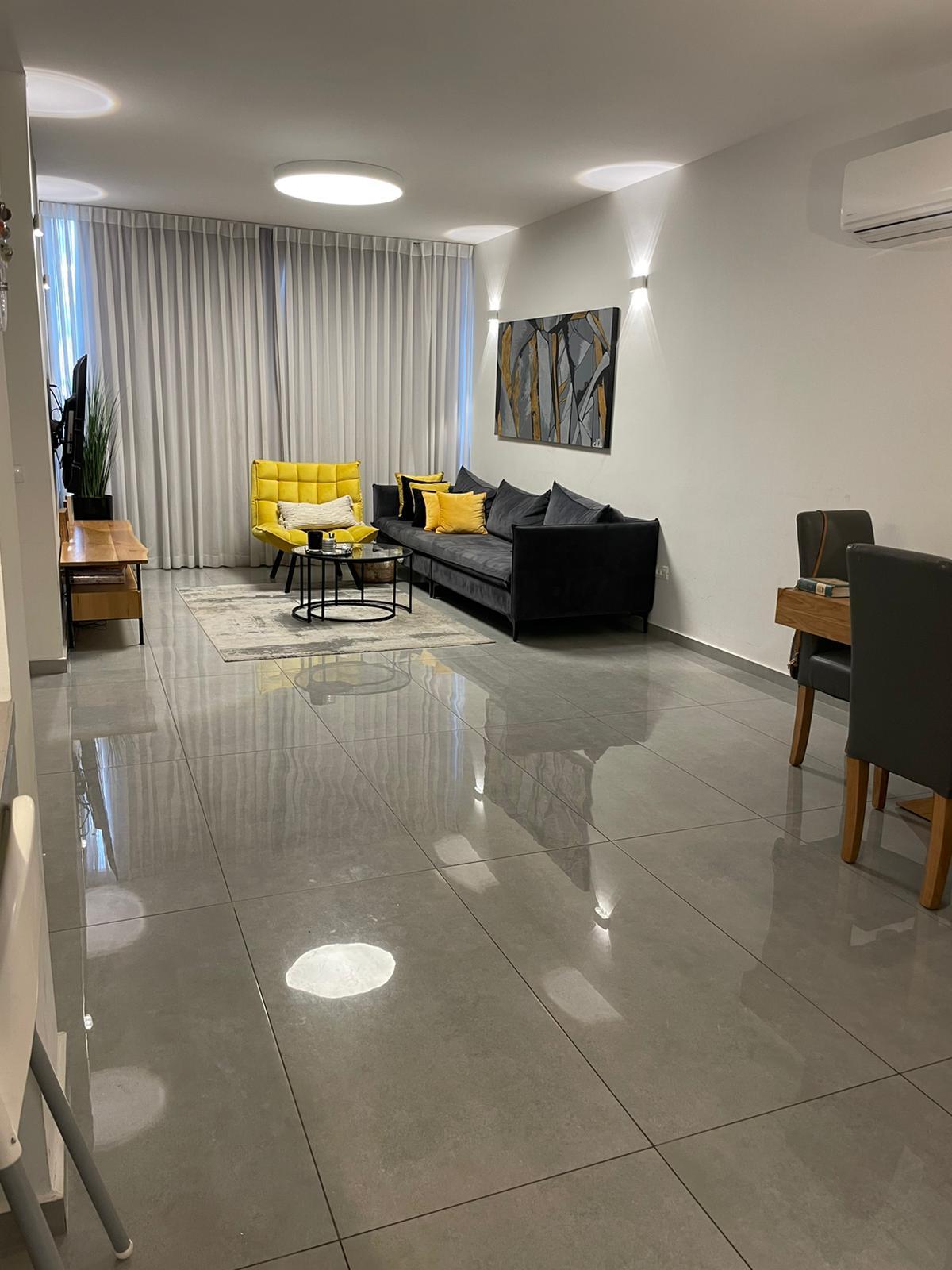 4 חדרים להשכרה מעוצבת אדריכלית בשכונת רסקו חולון