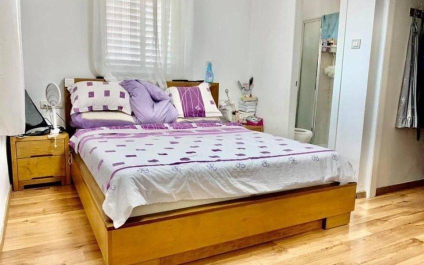 למכירה 4 חדרים + מרפסת שמש וממד בשכונת קרית שרת בחולון